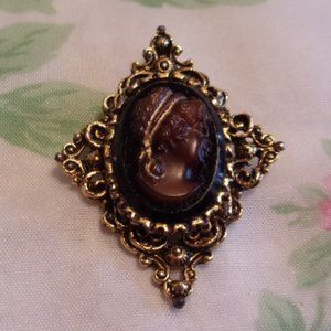 Vintage Brown Cameo Gold Tone Brooch Pendant